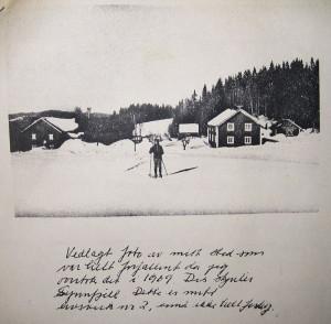 """Privat brev fra Finn Alnæs med bildet av småbruket Vangen: """"Dette er mitt livsverk nr. 2, ennå ikke helt ferdig""""."""