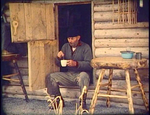 Innimellom lange arbeidsøkter tok eneboeren seg tid til refleksjoner om sitt ensomme liv i ødemarka.