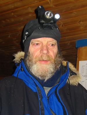 Karsten Grönås er en av de virkelige seniorene i norsk hundekjøring. Heller ikke han kom til mål i 2003.