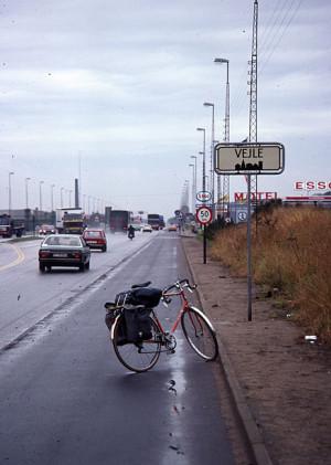 Ved bygrensa til Vejle på Jylland.