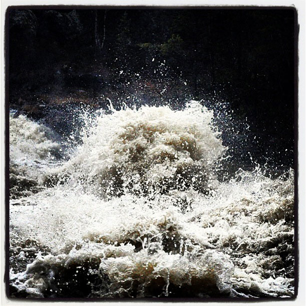 Vannskulpturer i flomstore Grimsa