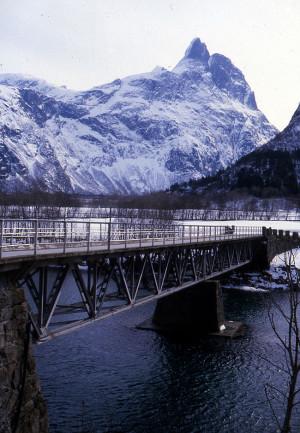 Romsdalshorn kledd i vinterskrud.