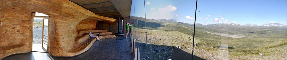 Utsikt mot Snøhetta fra paviljongen som er tegnet av arkitektkontoret med samme navn.