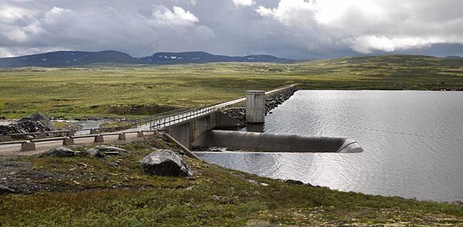 Vasskraftressursene i Einunndalen har allerede blitt utnyttet i flere omganger. Det største inngrepet var byggingen av dammen som skapte den store innsjøen Fundin på slutten av 1960 tallet, på grensen mellom Folldal og Oppdal.
