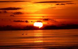Hvor ligger det stedet der sola dykker ned i havet? For å finne stedet må man seile dit.