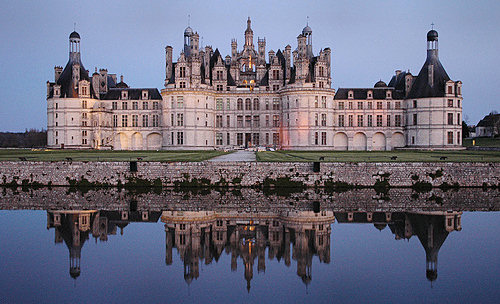 Ikke tro på boligmeglerne som forteller deg at du må bo i et slott for å være lykkelig.