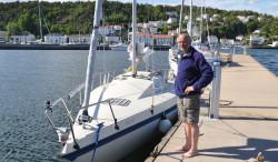 Båten og skipperen ved gjestehavnkaia i Risør.