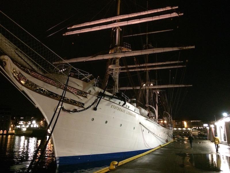 Staselige «Statsraad Lehmkuhl» er Norges største og eldste skværriggete seilskip, og har hjemhavn i Vågen i Bergen.