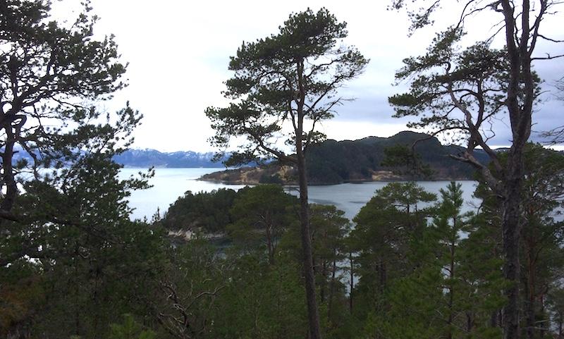Utsikt mot Hangholmen og Sekken der slaget om Sekken sto i 1162.