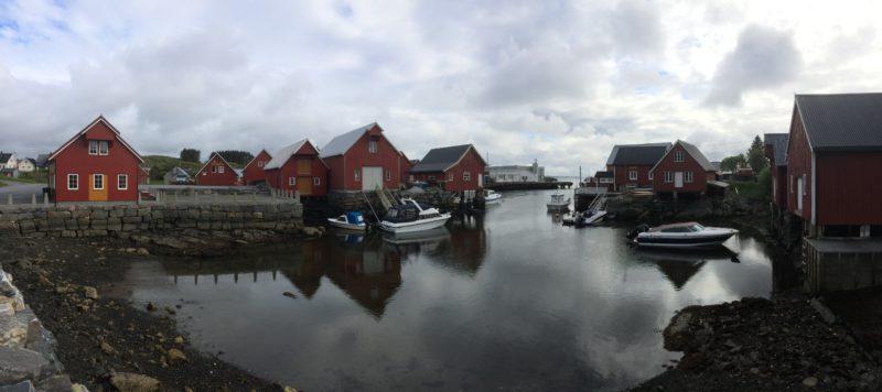 Havna i Bud er en lun og beskyttet perle med velholdte sjøboder og mye god, gammel kysthistorie.
