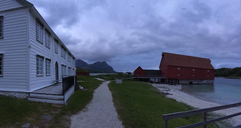 Det gamle handelsstedet på Kjerringøy. Mye taler for at stedet inspirerte flere av Hamsuns nordlandsromaner, særlig Pan og Benoni og Rosa.