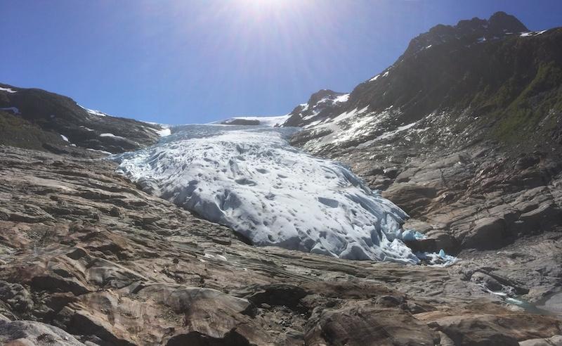 Svartisen er Norges nest største isbre og dekker et areal på 370 kvadratkilometer.